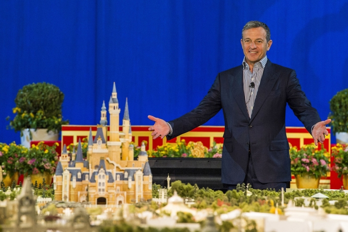 Image_SHDR_Bob Iger and Shanghai Disneyland Scale Model